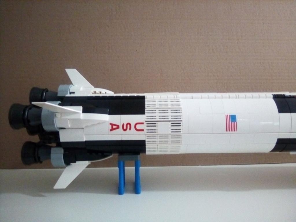 La Saturn V en LEGO! - Page 3 Img_2010