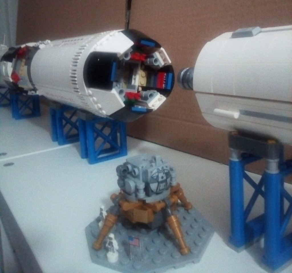 La Saturn V en LEGO! - Page 4 Saturn12