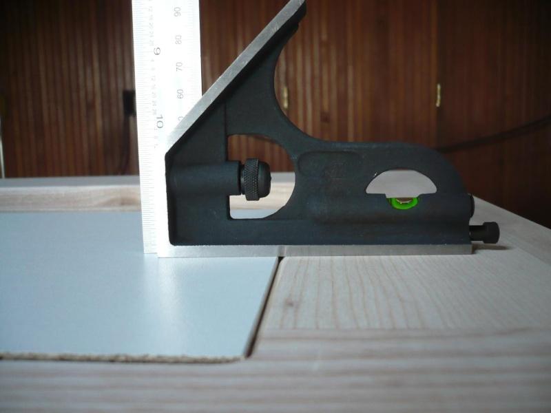 réalisation d'un meuble support pour scie à onglet - Page 3 P1040028