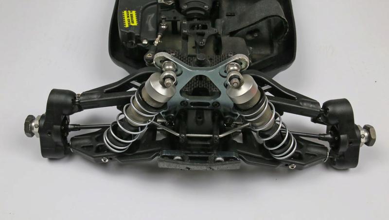 Un rêve se réalise... Bugatti en 1/8. (très surement) Losi eight 3.0 tlr Mbx7re11