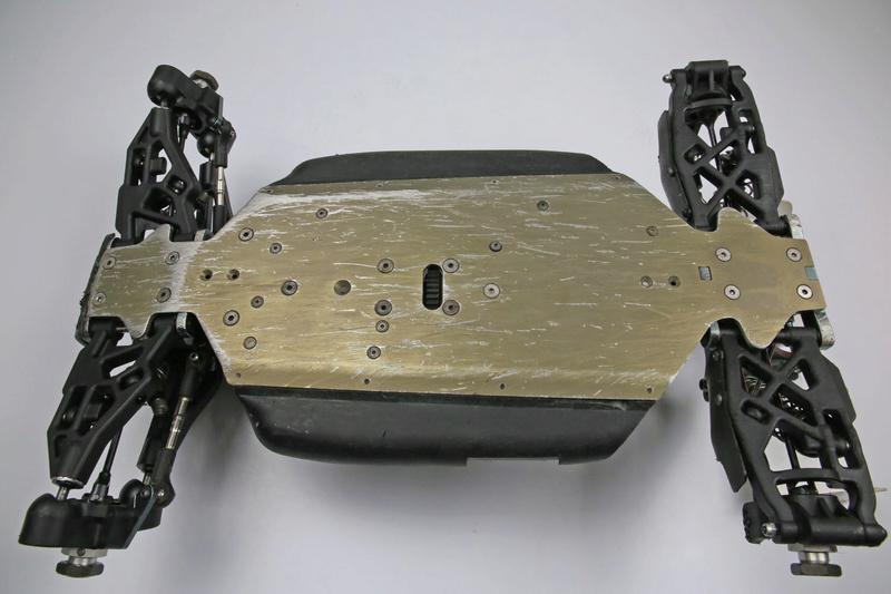Un rêve se réalise... Bugatti en 1/8. (très surement) Losi eight 3.0 tlr Mbx7re13