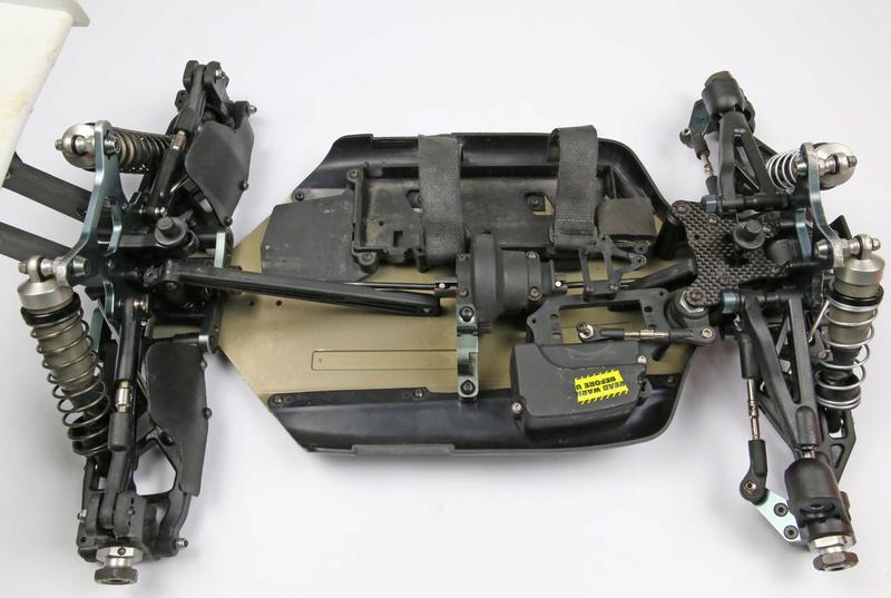 Un rêve se réalise... Bugatti en 1/8. (très surement) Losi eight 3.0 tlr Mbx7re14