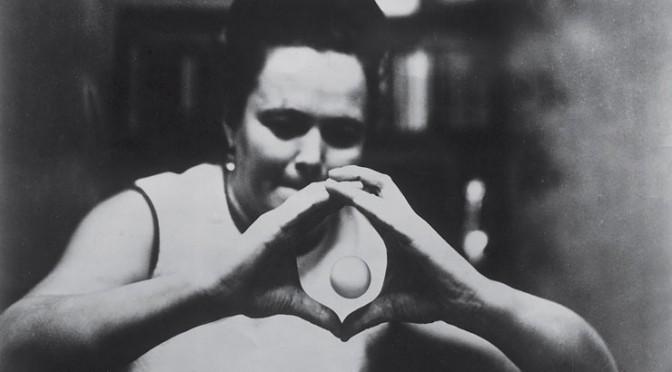 La femme dotée de réels pouvoirs psychokinétiques qui a été complètement oubliée avec le temps Nin1-610