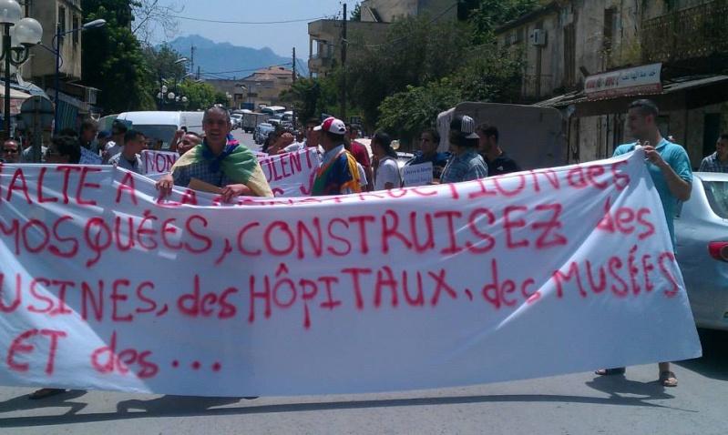 Slimane Bouhas à Aokas lors de la marche contre l'inquisition pour la liberté de conscience 05 Juillet 2014  Sliman14