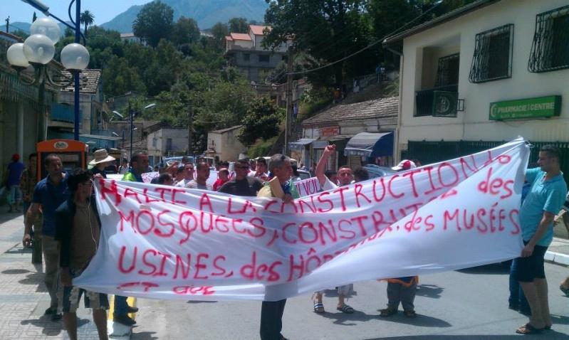 Slimane Bouhas à Aokas lors de la marche contre l'inquisition pour la liberté de conscience 05 Juillet 2014  Sliman16