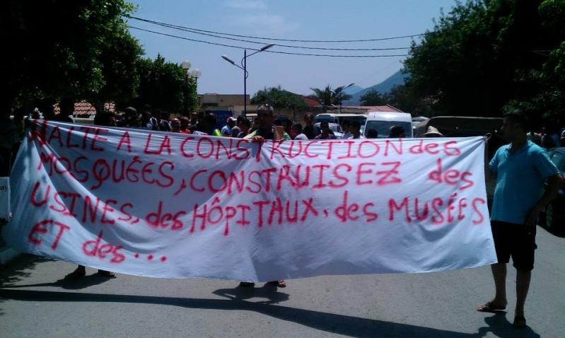 Slimane Bouhas à Aokas lors de la marche contre l'inquisition pour la liberté de conscience 05 Juillet 2014  Sliman17