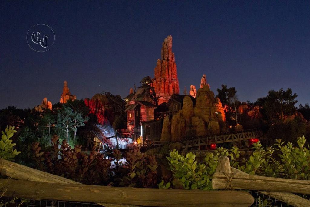 Curiosità e piccoli segreti al Disneyland park - Pagina 3 90669410