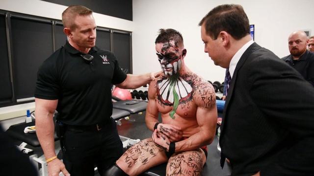 [Forme] Un champion de la WWE blessé, titre rendu vacant (MAJ) 007_ss10