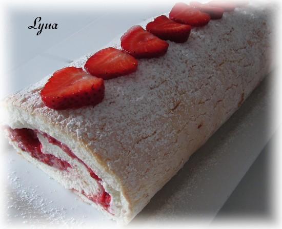 Gâteau des anges roulé, garniture aux fraises Gyteau12