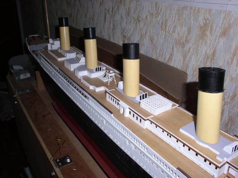 Le Titanic d'après les plan de JC ROSSO  au 1/200ème  - Page 6 P1010024