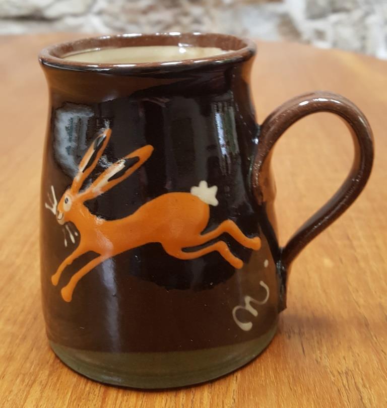 Christine Smith, Barnbarroch Pottery Slipware mug  Hastin10