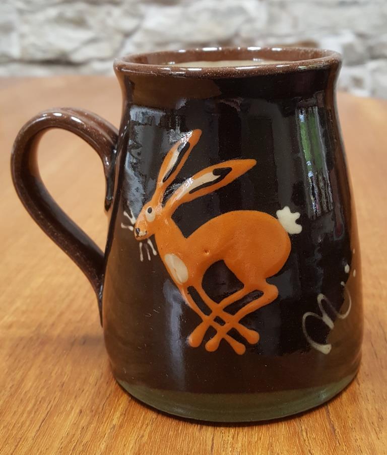 Christine Smith, Barnbarroch Pottery Slipware mug  Hastin12