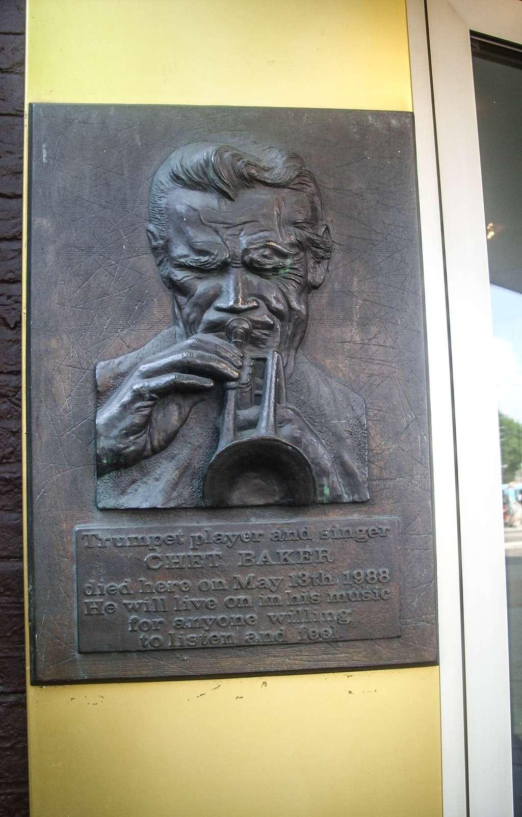 Plaque commémorative de Chet Baker à l'hôtel Prinz Handrik, Amsterdam - Pays-Bas Ss850910