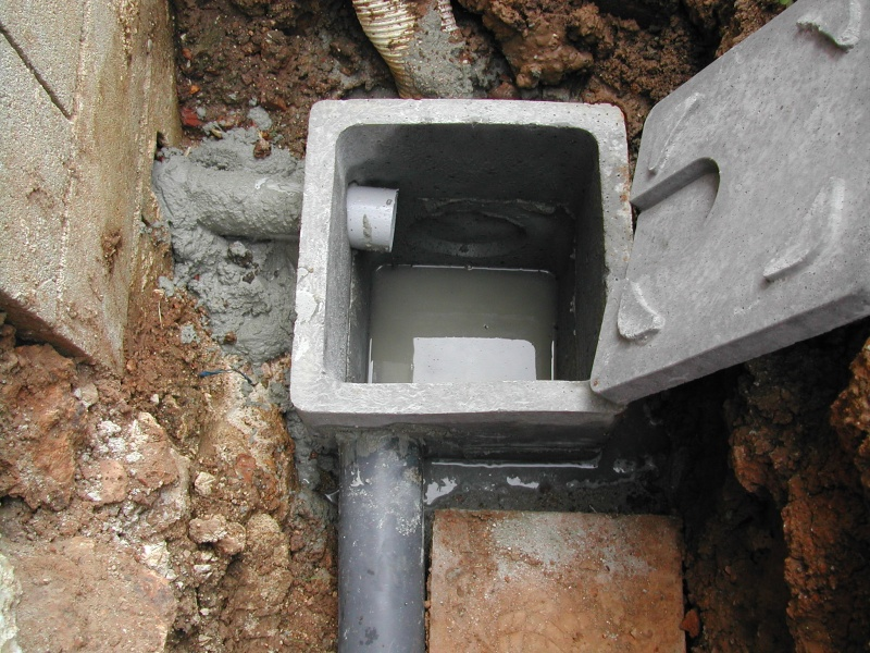 Puits de décompression et pompe de relevage. Dscn0712