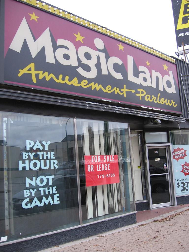 Pics of old Winnipeg arcades Mgl10