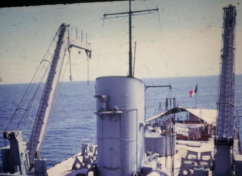 [Les traditions dans la Marine] Baignade le long du bord - Page 2 Diapos15
