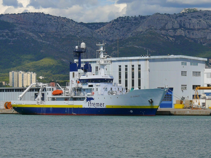 Bateaux de travail dans le sud de la France (à La Seyne sur mer) 83 Batea314