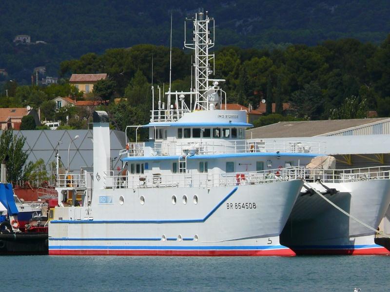 Bateaux de travail dans le sud de la France (à La Seyne sur mer) 83 Batea319
