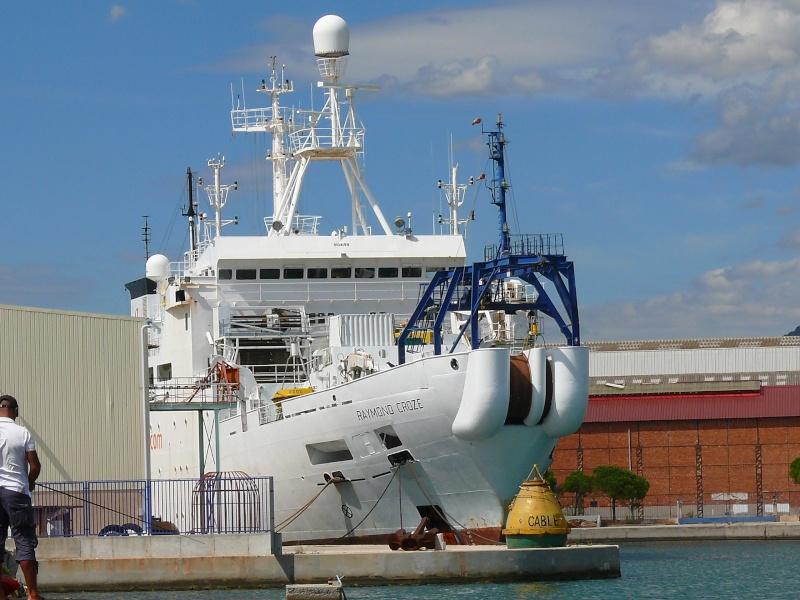 Bateaux de travail dans le sud de la France (à La Seyne sur mer) 83 Batea323