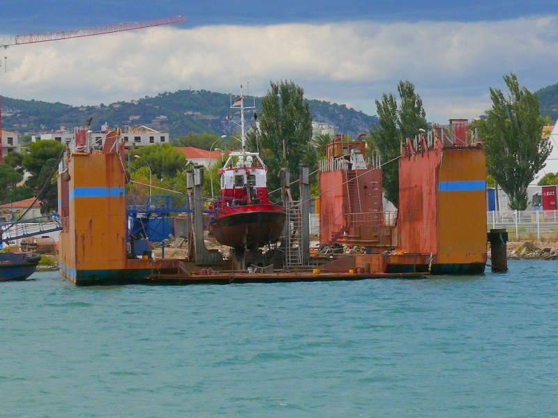 Bateaux de travail dans le sud de la France (à La Seyne sur mer) 83 Batea329