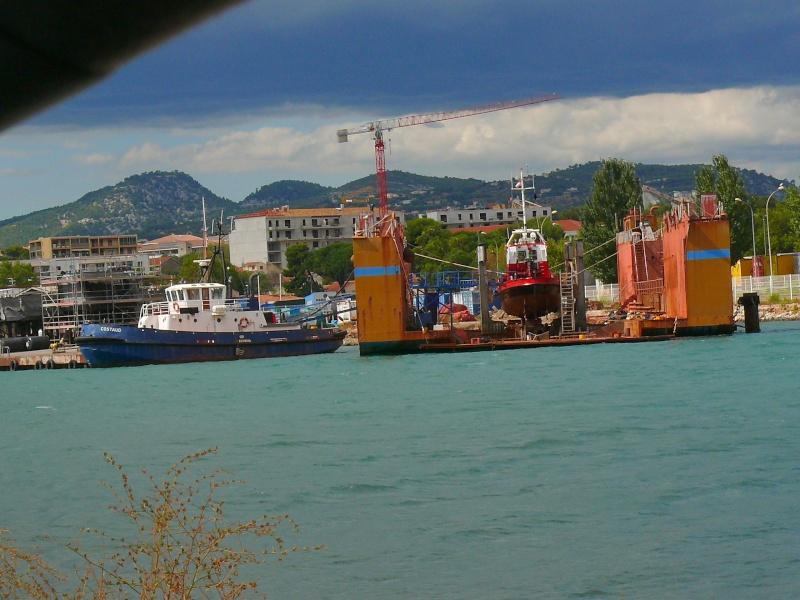 Bateaux de travail dans le sud de la France (à La Seyne sur mer) 83 Batea330