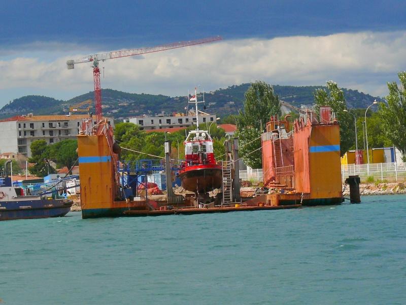 Bateaux de travail dans le sud de la France (à La Seyne sur mer) 83 Batea332
