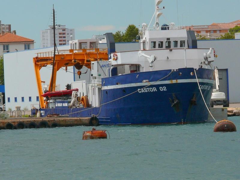 Bateaux de travail dans le sud de la France (à La Seyne sur mer) 83 Batea334