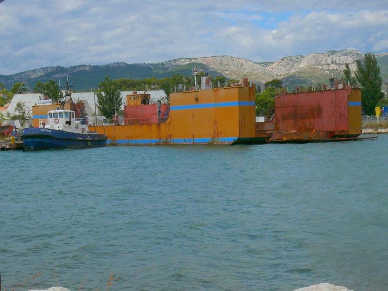 Bateaux de travail dans le sud de la France (à La Seyne sur mer) 83 Batea336