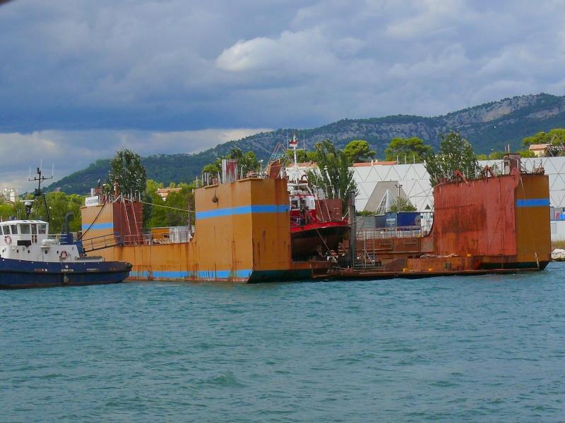 Bateaux de travail dans le sud de la France (à La Seyne sur mer) 83 Batea337