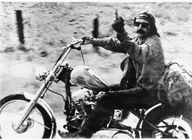 Ils ont posé avec une Harley, principalement les People - Page 37 001610