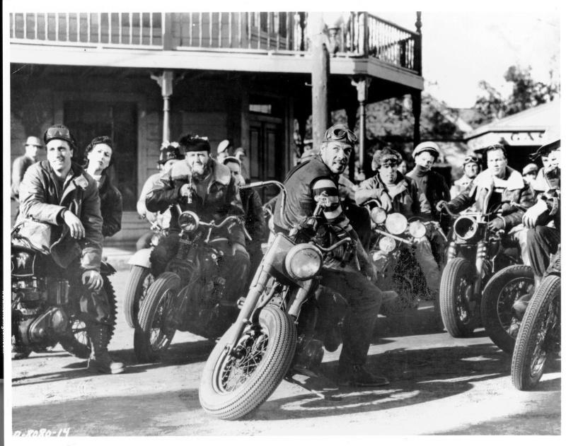 Ils ont posé avec une Harley, principalement les People - Page 37 001810