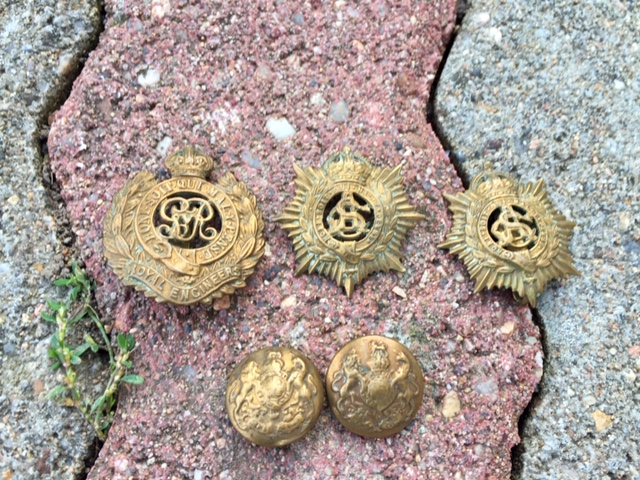 Cap badge et boutons anglais ? Img_2224