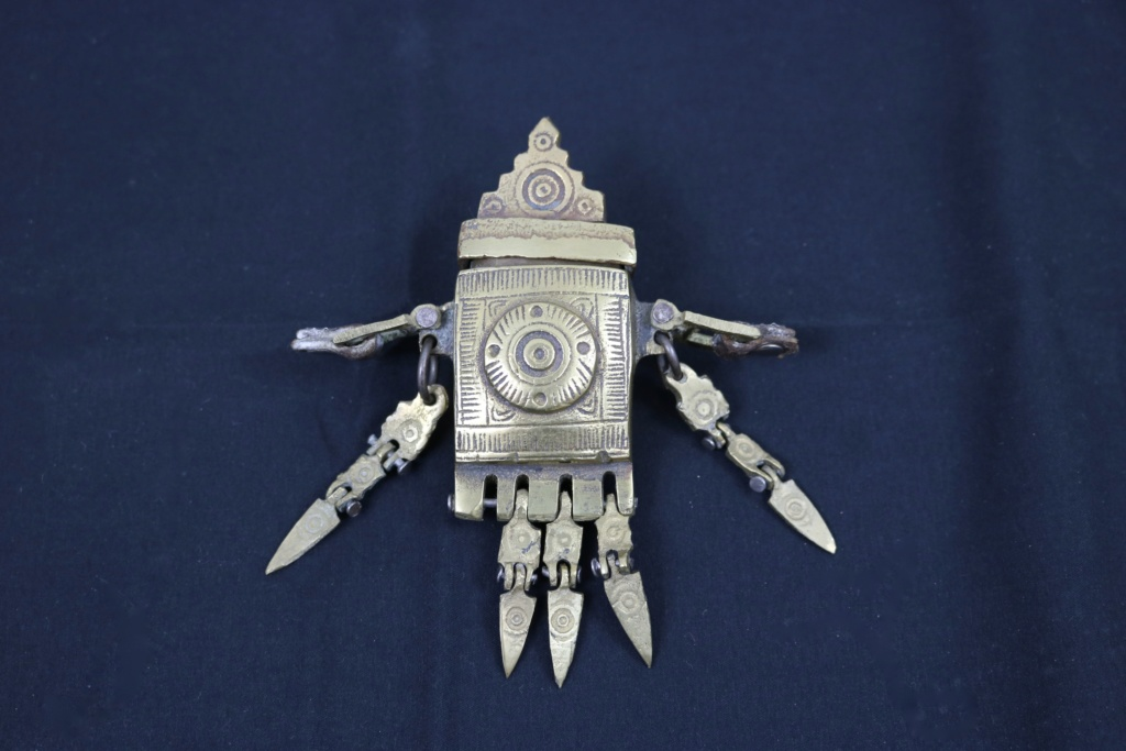 Medoulari - Pendentif récipient en bronze pour la graisse à armes - Balkans Img_4510