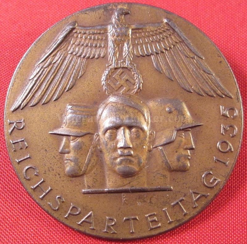 Pre-production, conception/design médailles, badges, insignes,... + Packaging  Reich10