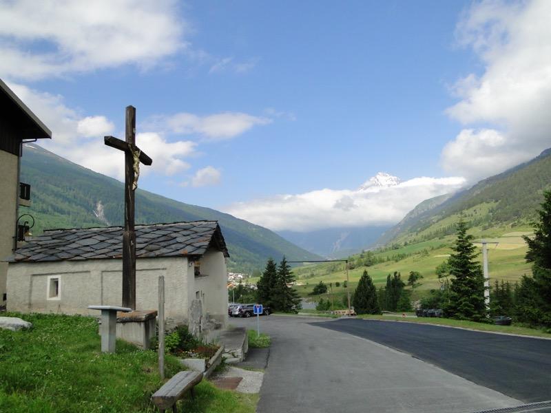 Lanslevillard - la Pierre des Saints Dsc04214