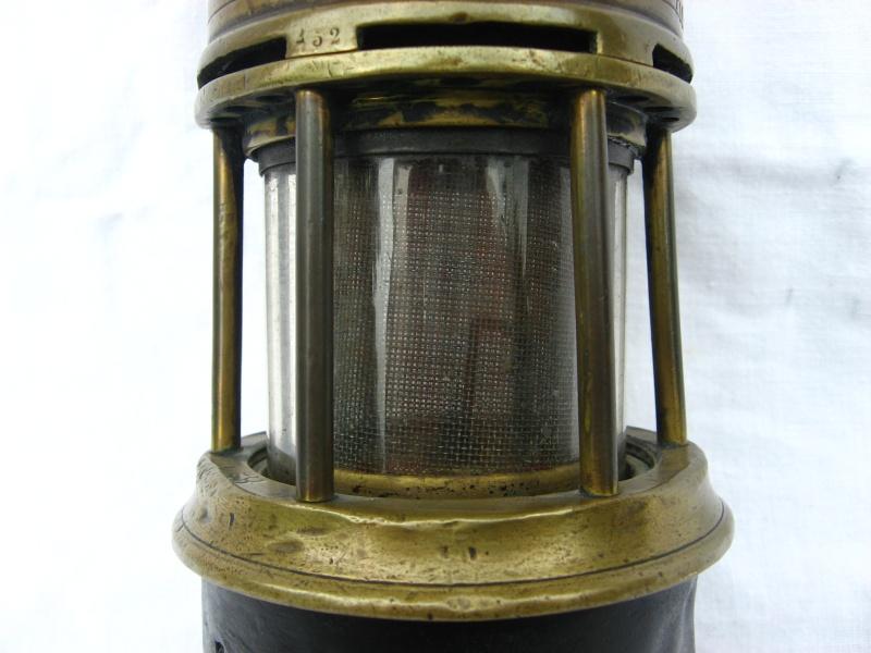 lampes de mineurs,  divers objets de mine, outils de mineur et documents  - Page 4 Img_8723