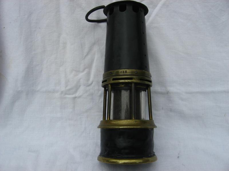 lampes de mineurs,  divers objets de mine, outils de mineur et documents  - Page 4 Img_8724