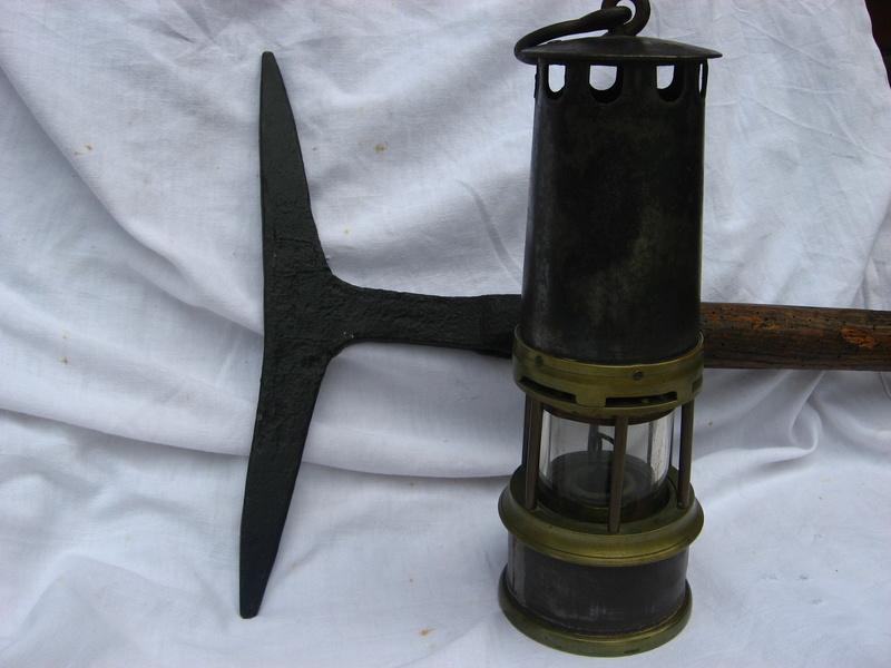 lampes de mineurs,  divers objets de mine, outils de mineur et documents  - Page 4 Img_9020