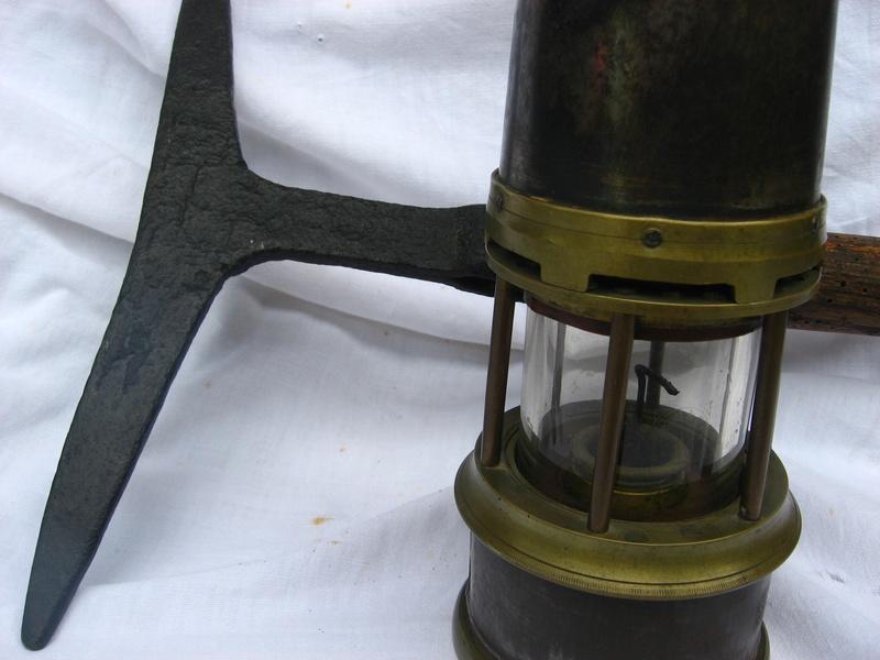 lampes de mineurs,  divers objets de mine, outils de mineur et documents  - Page 4 Img_9021