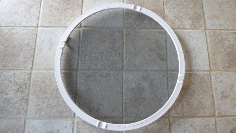 Nettoyer le moustiquaire  du ventilateur  P1100212