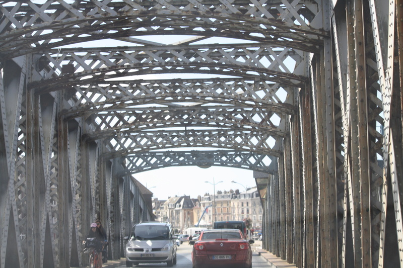 Le pont, incontournable du paysage routier - Page 3 Img_0117