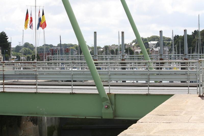 Le pont, incontournable du paysage routier - Page 3 Img_0312