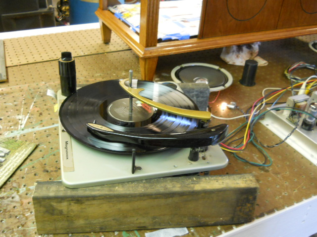 Restoration on Magnavox Stereo Model 1ST616 - Page 3 00811