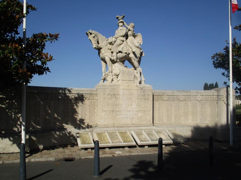 [Histoires et Histoire] Monuments aux morts originaux Français Tome 1 - Page 30 19310