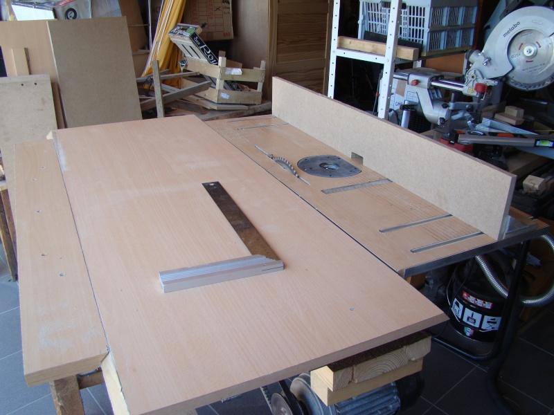 Table de scie avec axe et defonceuse Dsc03010