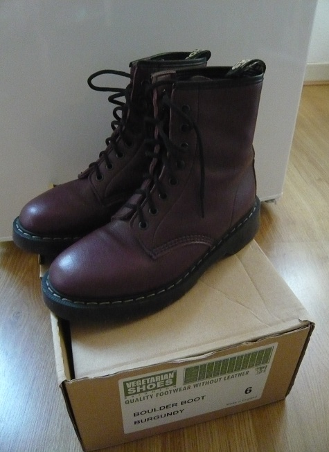 Vends VEGETARIAN SHOES Dr Martens taille 6UK P1040510