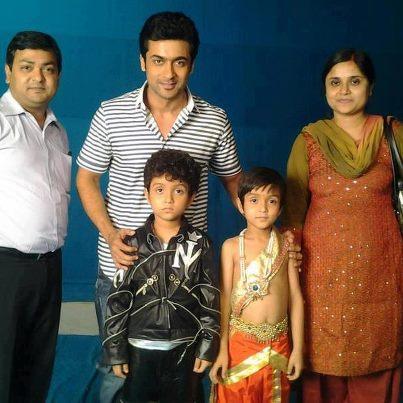 Surya avec Kutty Vimalan et Kutty Agilan 550_4910