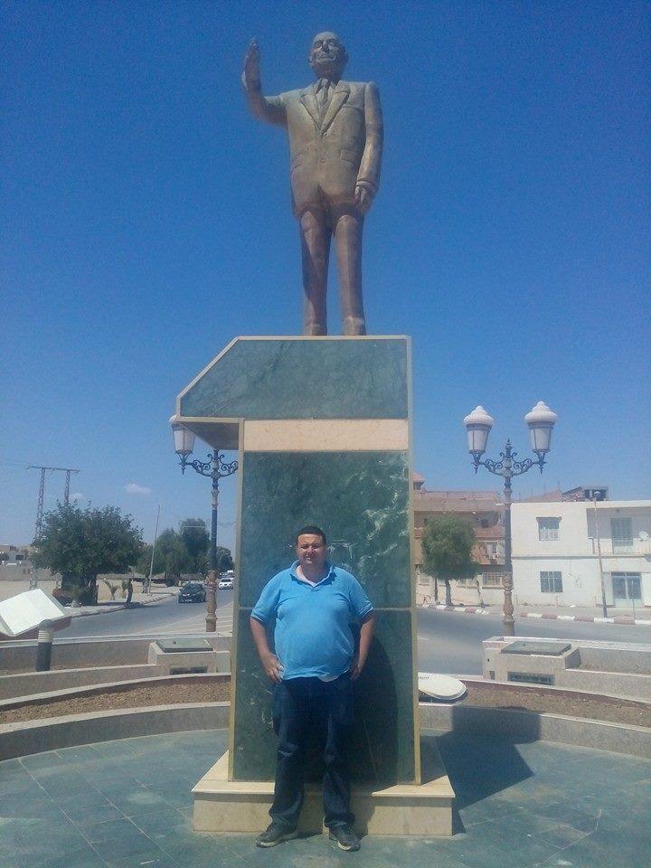 Hafit avec  statue de Mohamed Boudiaf à Msila 256