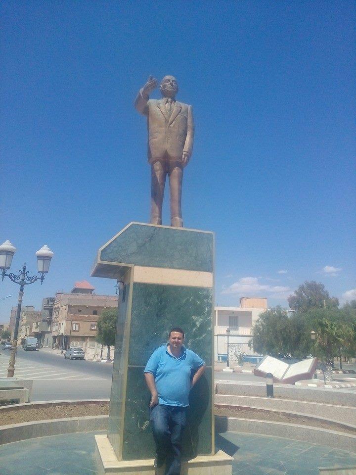 Hafit avec  statue de Mohamed Boudiaf à Msila Zaouch11