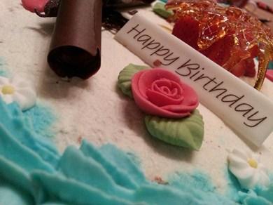 gâteau d'anniversaire (fait 100% par moi) 2whwuz10